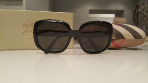 ***GOOD CONDITION AUHENTIC WOMENS BURBERRY SUNGLASSES