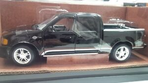 New RARE 2001 Harley Davidson F150 FORD Diecast Truck1:18 scale