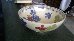 VINTAGE 1920 FRUIT BOWL