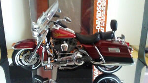 1/12 Highway 61 Harley Davidson Road King NIB