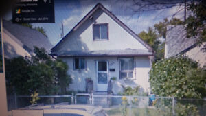 753 Aberdeen Ave 3 bedroom $1000 mo plus Utilities Avail Sept 1
