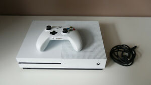 Pristine XBOX One S with 1 game