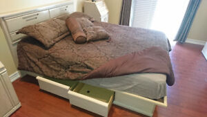 Queen Size platform bed with 4 drawers