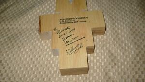 VINTAGE BEAUTIFUL HAND CRAFTED & SIGNED WOODEN CRUCIFIX AAA+ Kitchener / Waterloo Kitchener Area image 8