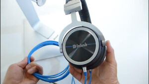 McIntosh MHP1000 Circumaural Headphones complete with Stand box