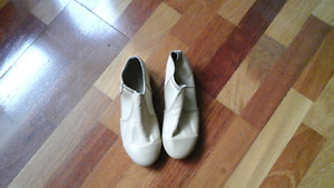 Pair of tan leather tap/jazz leather - Size 7