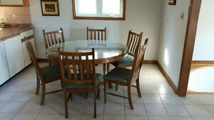 CUSTOM MADE HANDCRAFTED SOLID OAK ROUND DINING TABLE WITH GLASS