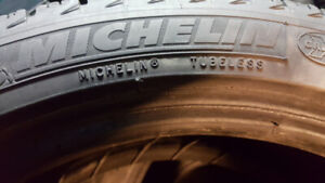 2 PNEU D'HIVER MICHELIN X ICE 215/45/17. A 200$ NEGOCIABLE.