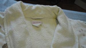 """Robe de Chambre (Peignoir) Couleur Crème :  49"""" en longueur."""