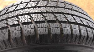 4 pneus d'hiver 195/65/R15 TOYO  en très bonne condition