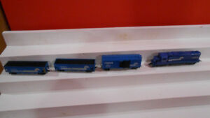 HO Model trains, rare, Conrail train, diesel and rolling stock