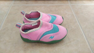 Pink & Blue Pull-On Water Shoes, Baby Girl, Size 5/6