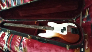 Cort Headless bass