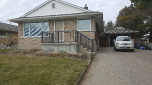 ***UPPER UNIT IN DUPLEX BUNGALOW HOUSE IN KITCHENER FOR RENT ***