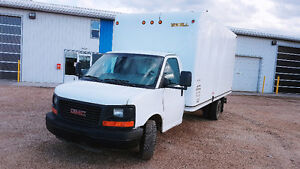 GMC SAVANA 2012 16ft CUBE VAN /TRUCK
