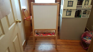 VERY WELL MADE 2 IN 1 EASEL WHITE BOARD,CHARLK BOARD,PAPER