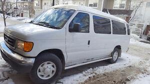 2005 Ford E-350 XLT Minivan, Van
