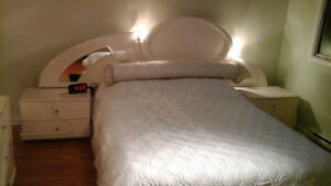 Set de chambre à coucher importé d'Italie - Lit Queen