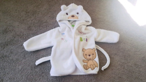 housecoat 0-6 months. Great condition. It's still available.