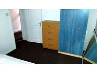 1 SPECIOUS DOUBLE / TWIN ROOM AVAILABLE TO LET IN WALTHAMSTOW