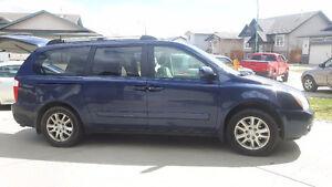 2007 Kia Sedona Minivan, Van