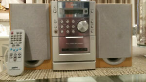 SANYO Mini Stereo System & remote control - CD and tape