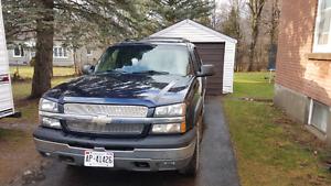 2004 Chevy Avalanche 5.3L 4wd ( Alberta truck no rust)
