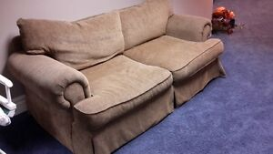 COUCH VERY COMFORTABLE Windsor Region Ontario image 1