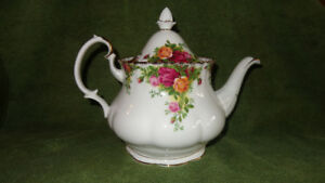 Old Country Roses Teapot and Wall Clock