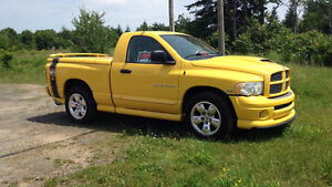 2005 Dodge Other Pickups RAM 1500 Rumble Bee Camionnette