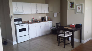 Beautiful Bachelor in Great Area - Sublet from May 1 - Aug 31