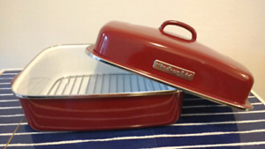 """KitchenAid 18""""/45 cm covered roaster with rack - Red"""