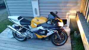 CBR 929RR MINT CONDITION FOR TRADE ON A WHEELER OR STRAIGHT SALE
