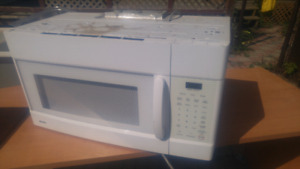 Kenmore 1.6 cu.ft. microwave with oven hood