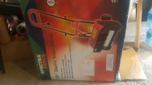 SELLING 12inch ELECTRIC SNOW SHOVEL BRAND NEW IN THE BOX