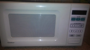 Gold Star 1.1 cu ft Microwave White