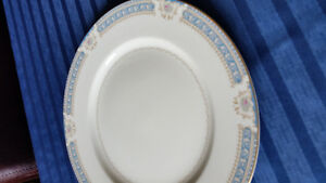 8 place China setting