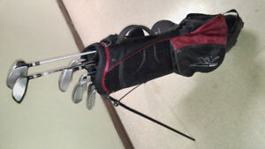 Left handed youth golf clubs (9) + Bag