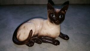 A very beautiful Vintage Beswick Siamese Cat Figurine # 1559