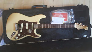FENDER LIMITED EDITION AMERICAN STANDARD STRATOCASTER Vintage Wh