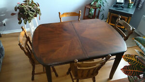 Table rectangulaire 42 X 60 + 4 chaises