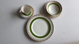Dining set of 6 service plates coloured green with gold trims