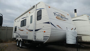 Trail runner 25ft with bunks like new $9,900