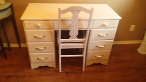 Girl's desk and chair...great price!