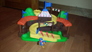 Mike the knight little people horse set