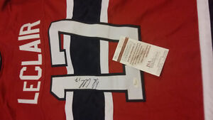 Montreal Canadiens signed John LeClair old hockey jersey with co