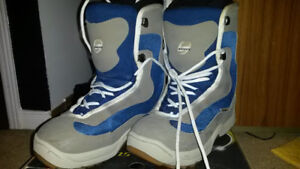 Limited snowboarding boots 7 US