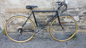 VINTAGE CCM 10 SPEED ROAD BICYCLE,,GOOD CONDITION,,,