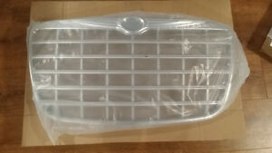 Chrysler 300 Grille - Brand New