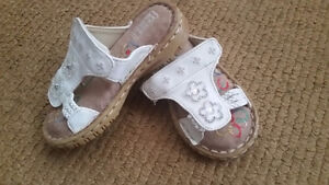 Sandals for girl Size 7   $5 Like new , brought last year in win